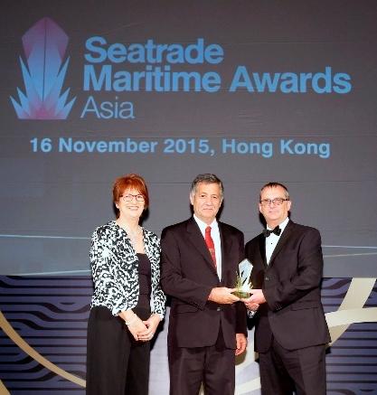 Alan Lowry accepting Berge Bulk's Seatrade Maritime Asia Safety Award in Hong Kong on 16 Nov 2015